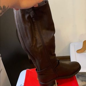 New in Box brown tall boots sz 8